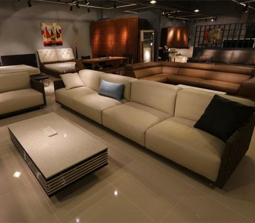 interior-designer-living-room-table